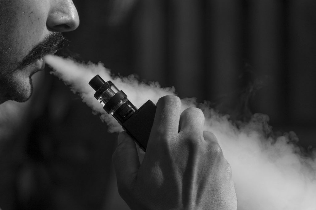eliquid, ejuice, electronic cigarette-3576069.jpg